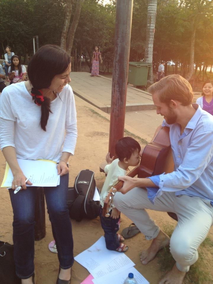 While jamming at Yangon Inya Lake a cute little boy approaches the guitar very closely, pokes curiously his nose into the sound hole and is wondering where the sound comes from and where the note went.